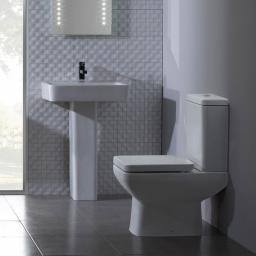 https://www.homeritebathrooms.co.uk/content/images/thumbs/0005314_tavistock-q60-close-coupled-wc.jpeg