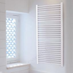 https://www.homeritebathrooms.co.uk/content/images/thumbs/0001124_straight-white-towel-radiator-690-x-450mm.jpeg
