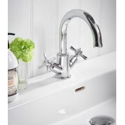 https://www.homeritebathrooms.co.uk/content/images/thumbs/0005263_tavistock-cheltenham-basin-mixer-with-click-waste.jpeg
