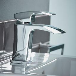 https://www.homeritebathrooms.co.uk/content/images/thumbs/0001021_crest-basin-mixer.jpeg