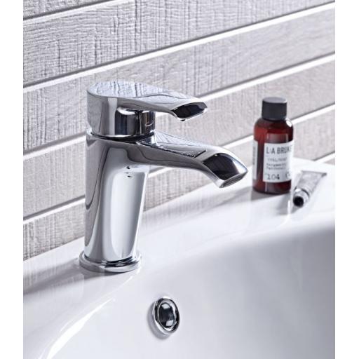 https://www.homeritebathrooms.co.uk/content/images/thumbs/0005199_tavistock-tier-basin-mixer-with-click-waste.jpeg