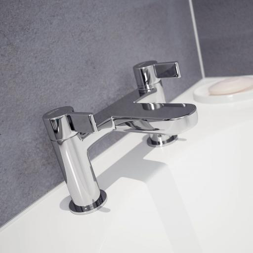 https://www.homeritebathrooms.co.uk/content/images/thumbs/0007956_bristan-clio-bath-filler.jpeg