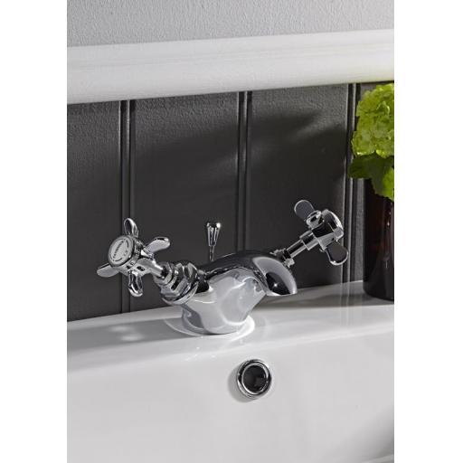 https://www.homeritebathrooms.co.uk/content/images/thumbs/0005238_tavistock-varsity-basin-mixer-with-pop-up-waste.jpeg